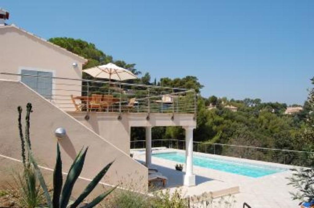 Villa In The Private Domain Of The Cap Benat Bormes