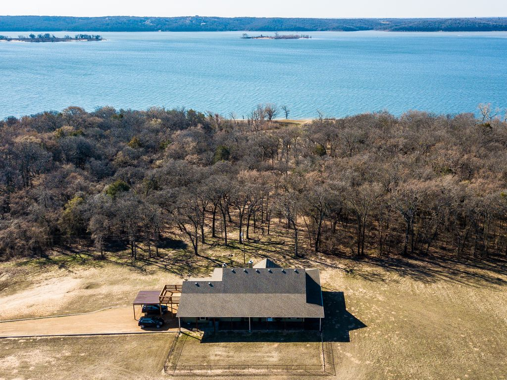 Bring family and friends to a lake front ho vrbo for Lake texoma cabins with hot tub