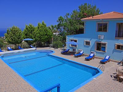Photo for Sunset views, Air- conditioned, huge pool, private parking