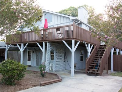 Bright, Pet-Friendly condo with relaxing deck; close to everything on Tybee