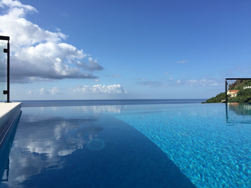infinity pool over the atlantic in the sunn homeaway. Black Bedroom Furniture Sets. Home Design Ideas