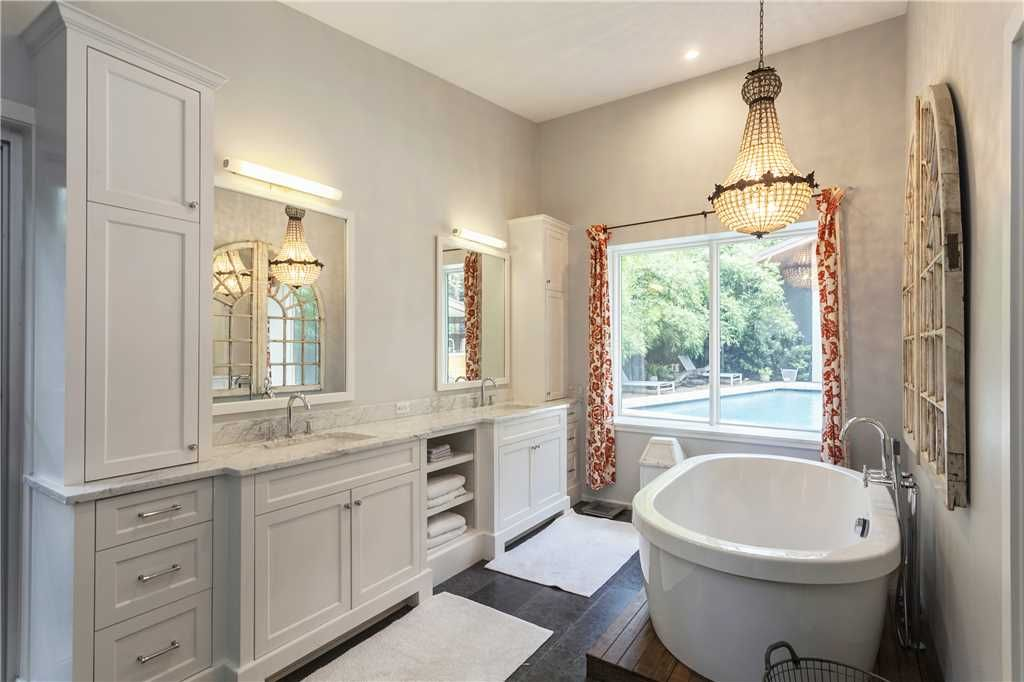 Property Image3 Large Home W Pool Walkable To Eateries Zilker Park
