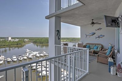 Centrally located, this waterfront vacation rental condo awaits you!