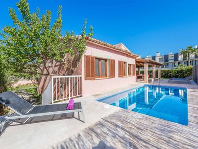 Photo for Villa Llenaire - Close to local amenities has WI-FI, a private pool & A/C