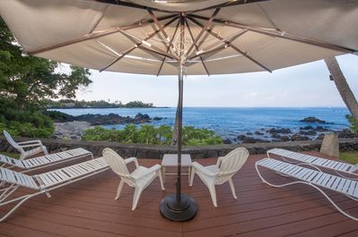 Excellent beachfront lanai with many chairs and lounges!