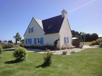 Beautiful location, all the bedrooms were good size, the kitchen was well equipped