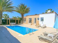 Pleasant quiet villa in nice location.  Relatively close to restaurants and souvenir shops althou...
