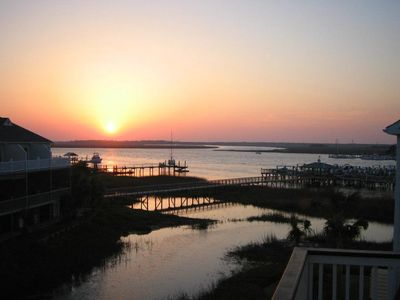 Waters Edge 113 - Sunset Haven - Renovated Riverside Townhome - Pool & Fishing Pier