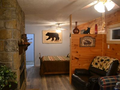 Photo for NEW 2 Bedroom Romantic Hideaway - Pet Friendly - Minutes from Everything!