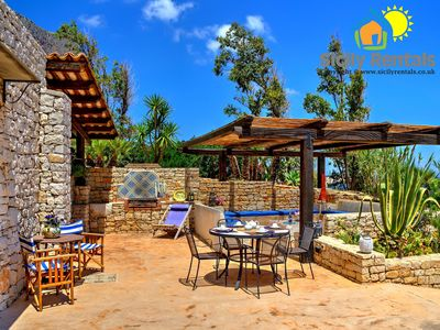 Beautiful villa with direct access to the sea