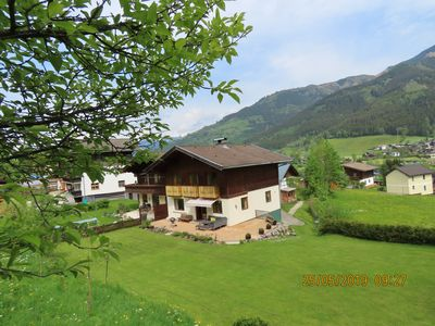 Photo for Large family chalet with magnificent garden and sauna.