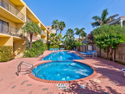 Photo for Seaside family-friendly condo with a shared pool, hot tub, and great location