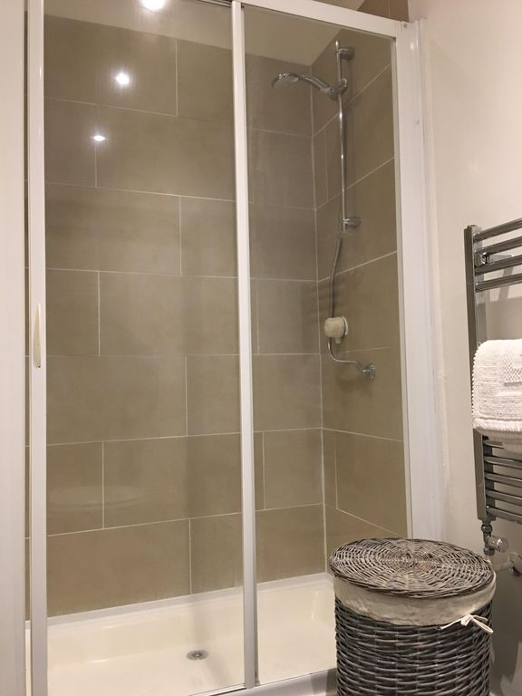Luxury Bathrooms Norwich central norwich for up to 4: designer house in central norwich for