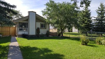 Beautiful 4BR home away from home, near shopping and dining!