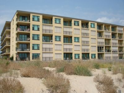Ocean Block Condo with side view of ocean and beach, steps from the beach and ocean! Full Kitchen