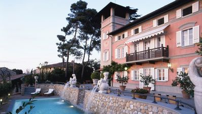 Photo for Stunning villa on the Tuscan hills with swimming pool and tennis court