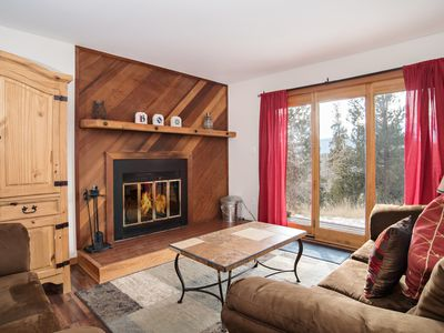 Photo for Cozy Condo 20/40 Min to Slopes, Access to Pool/Hot Tub, 5 Min to Town, Grill!