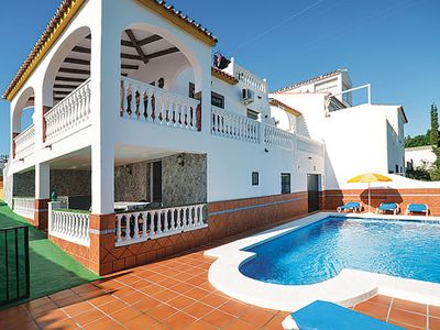 Photo for Well-located spacious villa with games room and a pool, close to amazing resort