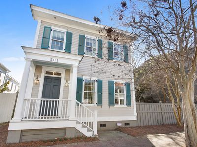 Photo for Near Forsyth Park with Huge Yard + Room to Relax