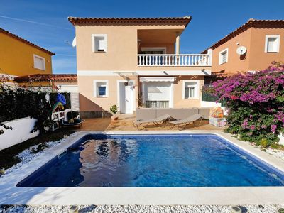 Photo for Wonderful private villa for 6 guests with private pool, WIFI, TV, balcony, pets allowed and park...