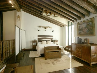 Photo for BED AND A 5 MIN DE AVILA AND 1 H MADRID. VERY ROMANTIC. IDEAL FOR COUPLES.