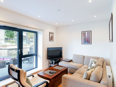 Photo for Stunning 2 Bed Apartment w/Balcony near Shoreditch