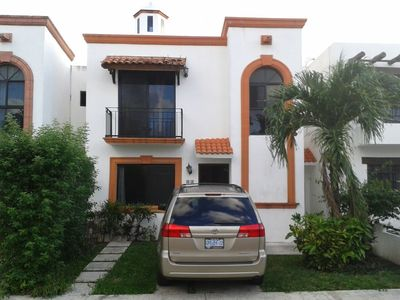 Photo for Beautiful Mexican Style House with shared pool 10 minutes from Hotel Zone