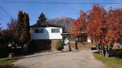 Photo for Family friendly, newly renovated 3 bedroom home in Fernie