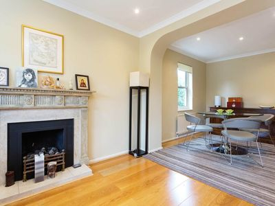 Photo for Spacious 3 bed home in Battersea. 1 minute away from the River Thames (Veeve)