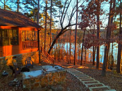 Lakefront Cabin with swimming, fishing and boating feet away from privat deck