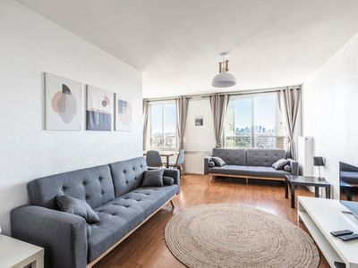 Photo for Wonderful 3BR with view on Eiffel Tower/La Défense