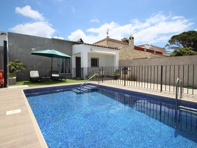 Photo for Close to town, child-safe pool for the perfect family holiday, wifi, air conditioning - Casa Chaparro 2 -