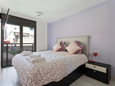Photo for Spacious 3bed w/terrace -3mins to train
