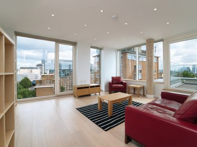 Photo for Sleek sky-rise 1Bed w/ Stunning View of London