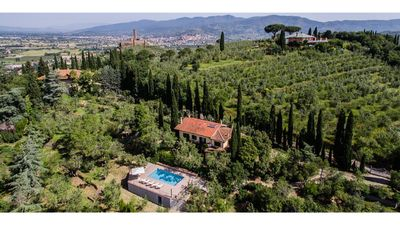 Photo for Farmhouse in the heart of the Tuscan countryside