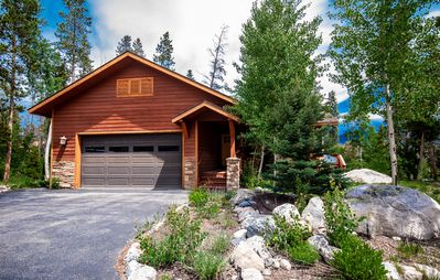 Photo for Mad Moose Lodge - Beautiful Mountain Home! Close To Town, Lakes And RMNP!