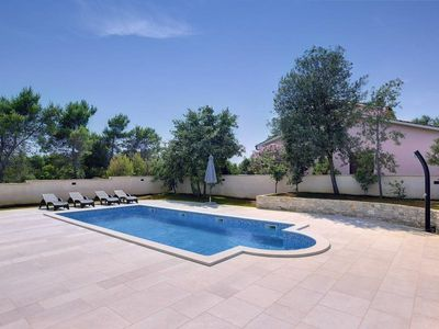 Photo for Modern villa with private pool, 4 bedrooms, 4 bathrooms, washing machine, air conditioning, WiFi, BBQ, sun loungers and only 1.5 km to the beach
