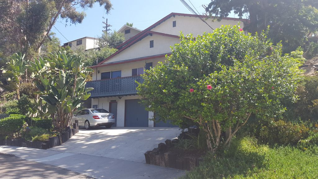 Hotels vacation rentals near hillcrest in san diego for Cheap cabin rentals southern california