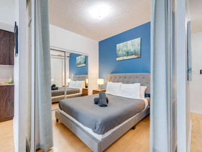 Photo for Executive Lakeview 1BR in Maple Leaf Square