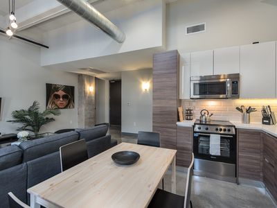Photo for Gorgeous unit+pool+gym+FREE Valet Parking