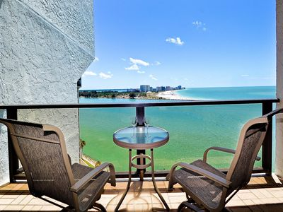 Come enjoy the stunning view of Sand Key Beach from the balcony.