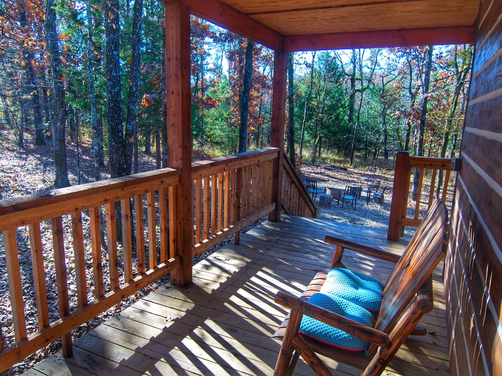 Luxurious and rustic log cabin 2 king master suites hot for Log cabin with hot tub one night stay
