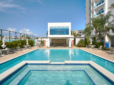 Amazing View 2BR walking distance from BEACH with pool and gym