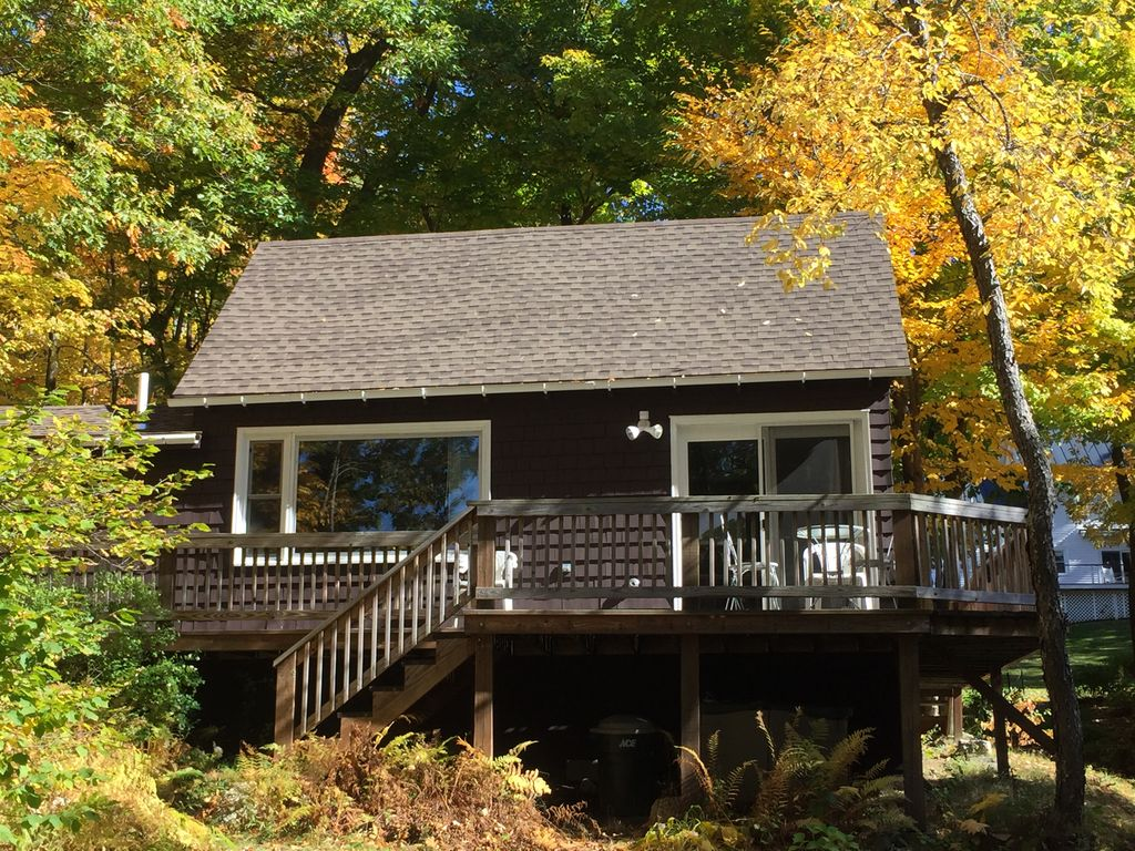 Lake sunapee cozy lakefront affordable 4 season private for Affordable lakefront homes