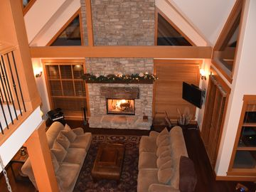 4 or 5 BR large Luxurious Mountain Retreat, 2 wood-burning fireplaces