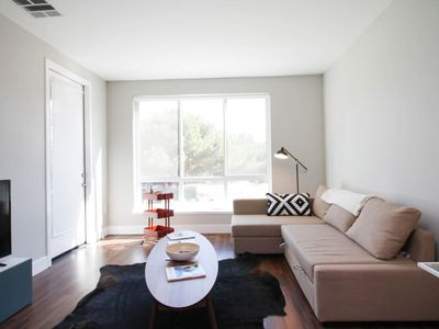 Photo for Modern 2br/2ba w/ pool & gym in Perfect Location