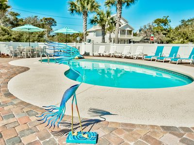 Photo for Beautiful property, Large pool and outside area, 2 min. walk 2 beach