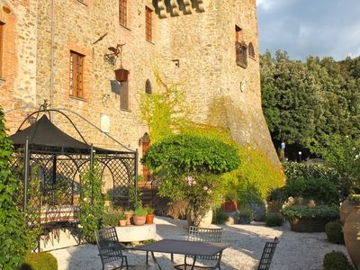 Photo for Magnificent  manor near  Lake Trasimeno (Umbria) dating back to the early 1400