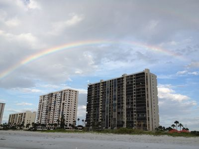 Gulf front balcony.Upscale condo.Avail Apr 21-May 5.Private beach always open.