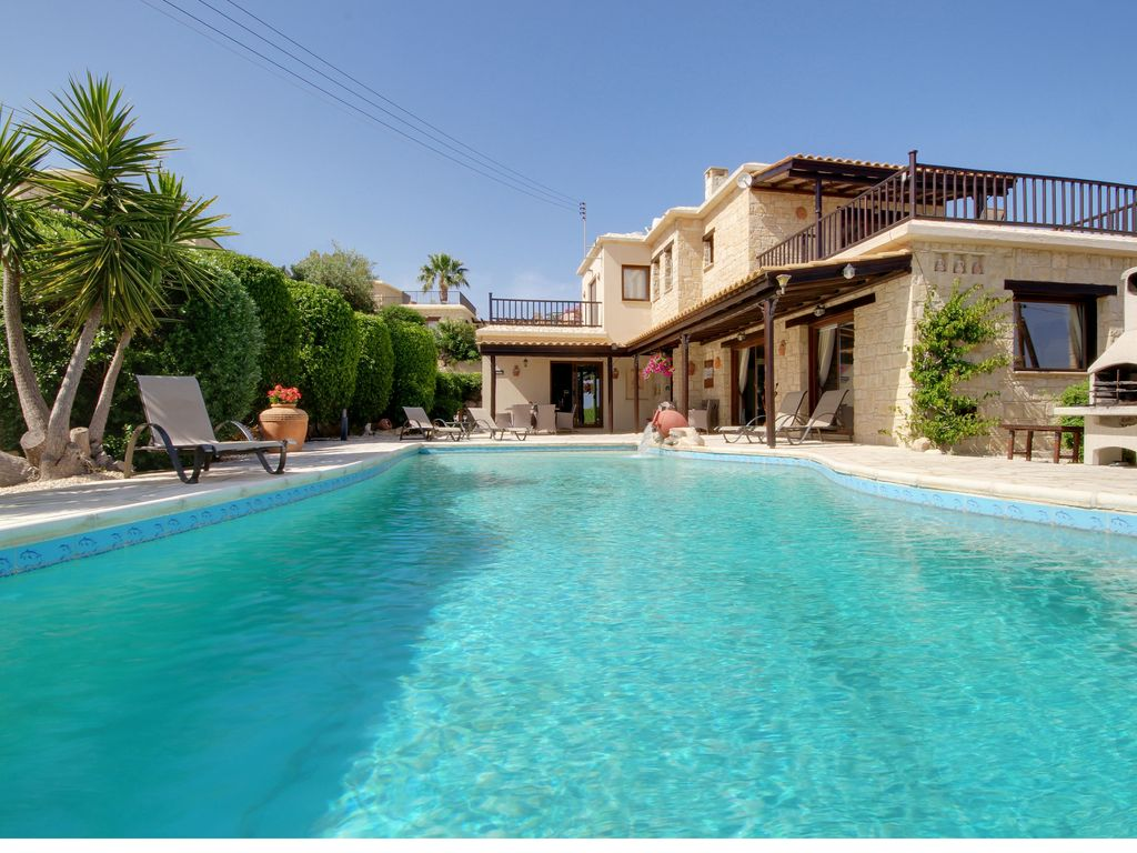 Villas harmony and adonia luxury stone villas with for Villas with infinity pools